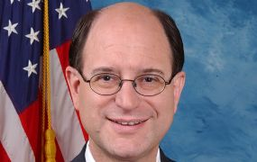Brad Sherman stelt de Kobe Bryant & Gianna Bryant Helicopter Safety Act voor
